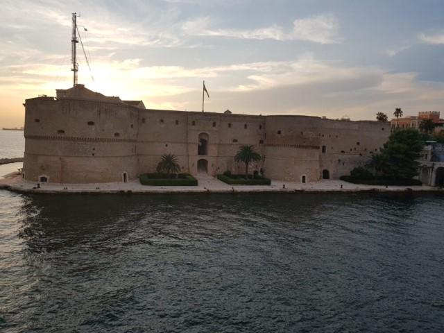 """Taranto, oraşul """"spartanilor"""""""