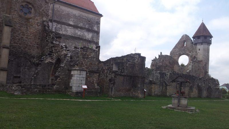 Abaţia cisterciană de la Cârţa