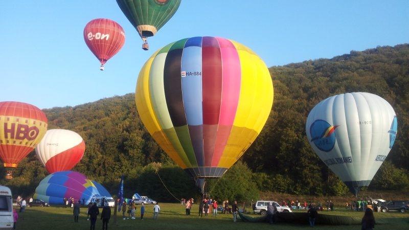 Baloane colorate cu…aer cald
